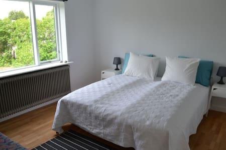 2.pers. Tæt på djurssommerland - Glesborg - Bed & Breakfast