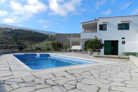 La Sombrera Sleep 4 pool cottage - Haus