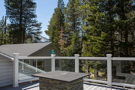 3B+Loft Home w/3 Decks and Hot Tub - South Lake Tahoe - House