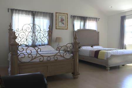 靠近UCI的好房子,超大舒适豪华双床主卧,周围迷人景色,停车位充足 - アーバイン