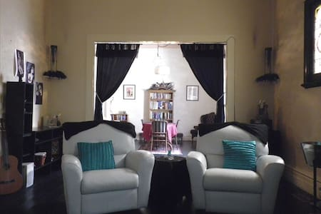 Large Spacious Victorian House  - Camberwell - Talo