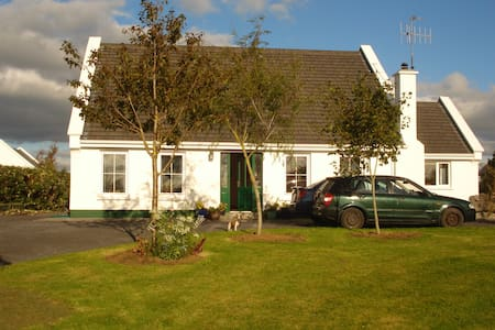 Family home with sunsets near Galway Bay. - Casa