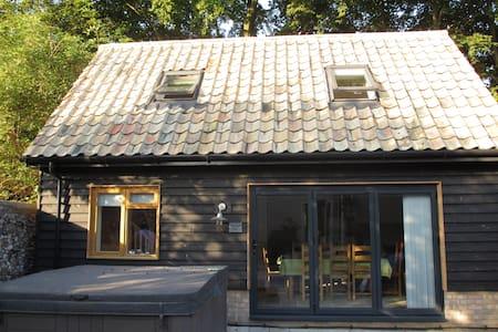 Self-contained new 2 storey barn, near Cambridge. - Hauxton
