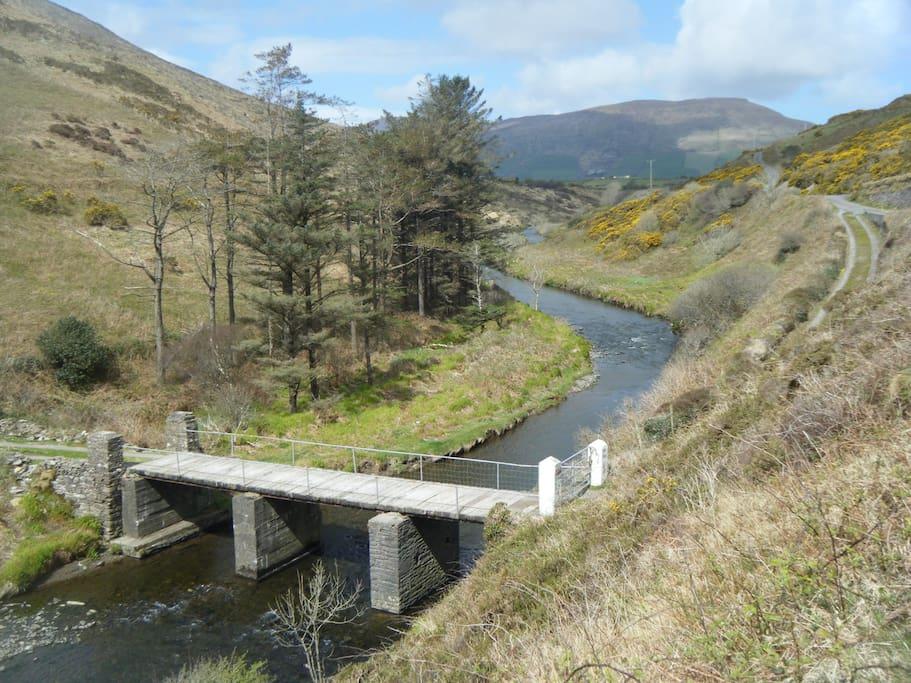 10 minute walk to the beautiful bunnanear where annascaul river meets the atlantic