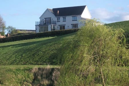 Stay on a real farm! Wales UK - Rumah