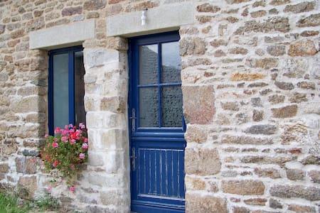 logement indépendant dans longère bretonne - Saint-Jean-Brévelay - Lägenhet