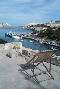 "BusStop, Near Valletta, SeaFront, Single bed ""DV""B - Pieta"