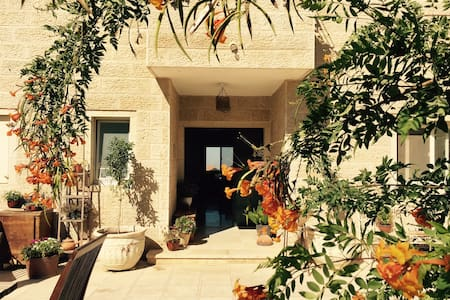 Cozy Mountain Bdrm & Prvt Bath near Jerusalem - Har Adar - B&B