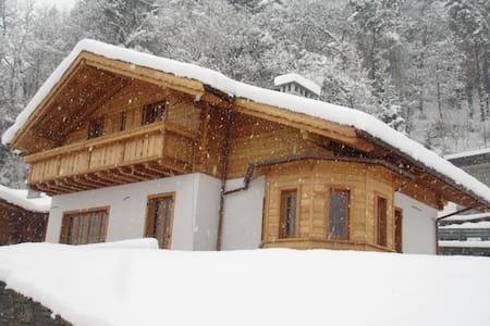 Bellissimo chalet mansardato in legno - Varzo