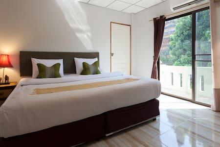 Chiangmai Guesthouse Large Family room city center - Chiang Mai - Casa de huéspedes