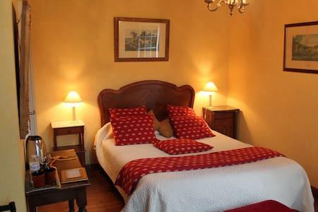 Ch familiale au Manoir de Kerliviry - Bed & Breakfast