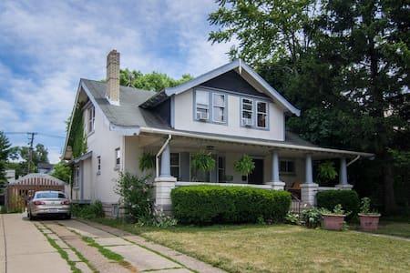Urban homestead 2 - Earth friendly - Cleveland - House