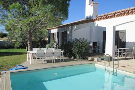 Grande villa avec piscine et jardin arboré - Bages