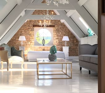 The Farmhouse Loft - Loft