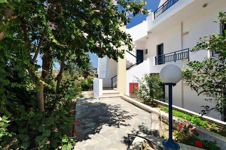 New!Great flat next to SEA! 2-4 per - Agia Pelagia - Apartemen