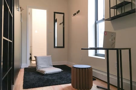 Awesome room in Manhattan w/ comfy queen bed, chairs, desk, shelving space for your things, and a 100% full private bathroom - a rare luxury! Easy access to everywhere and 10 minutes from the Lower East Side, you'll be close to the best of the city!