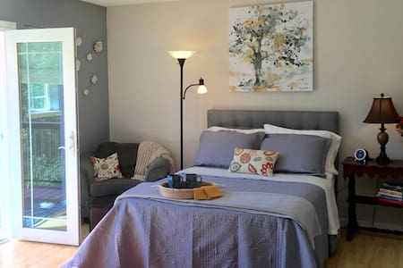 Delightful & bright. Close to town! - Placerville - Casa