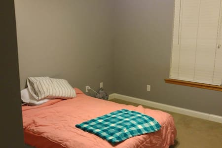 Cozy Bedroom + Bath (Full Size Bed) - Columbia