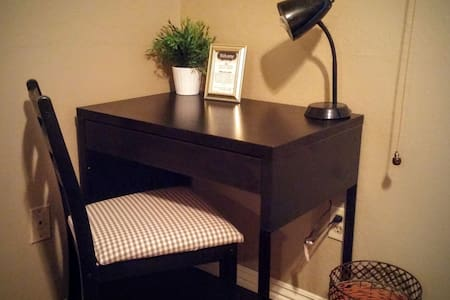 Cozy Room with Desk - South Tempe - Tempe - House