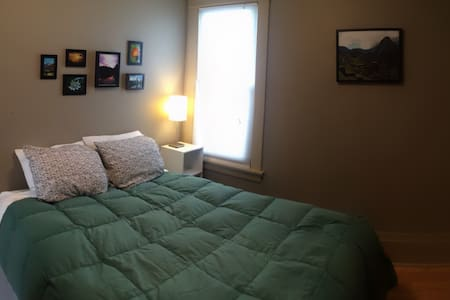 Comfy, clean private room, in welcoming Mpls home! - Talo