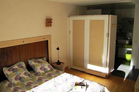 Chambre cosy et sa loggia