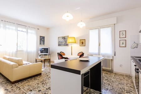 1 min to train station lightful apt - San Pietro in Casale - Apartment