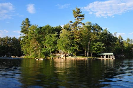 Lake Front Vacation Property, Private Setting with - Meredith