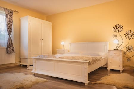 Casa Sasului - Bed & Breakfast