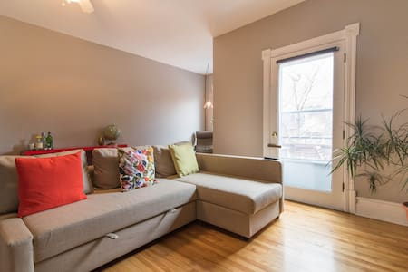 Clean, cozy bedroom in centretown - Ottawa - Appartement