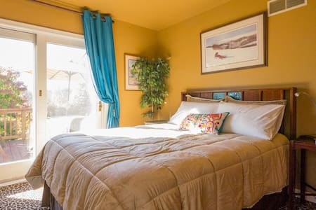 Large suite, full bath, deck - West Grove - Bed & Breakfast