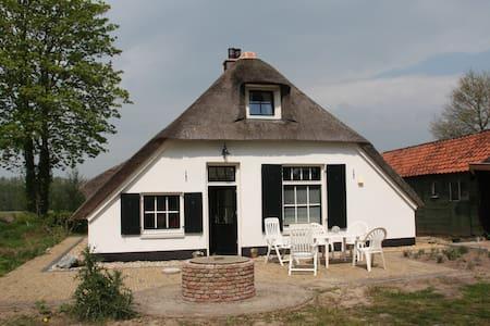 Boerderijtje/old farmhouse. - Ház