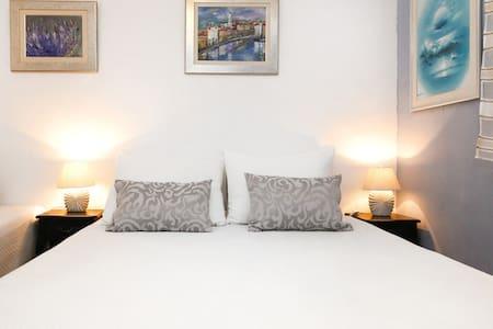Rooms Annavi in heart of Split - House