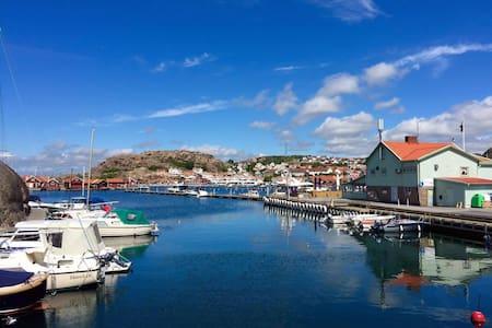 Bo i båt i Hunnebostrands fantastiska hamn! - Hunnebostrand - Boat