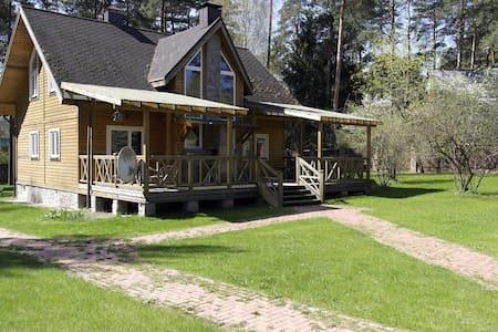 Уютный дом в сосновом лесу - Крыжовка - House