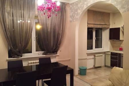 Просторная квартира рядом с Янтарной комнатой - Pushkin - Daire