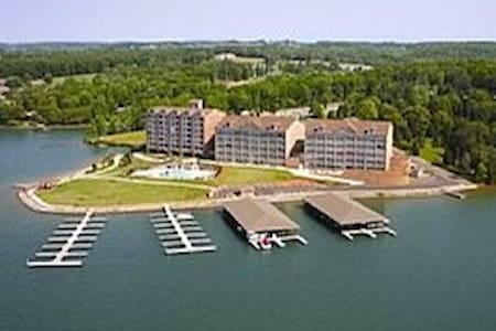 Fabulous 1 bedroom Waterfront condo on SML - Huddleston