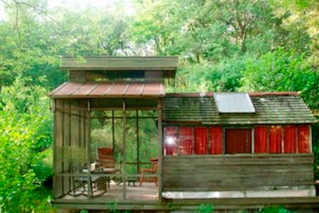 River Houseboat on 60 Acres - Newtown