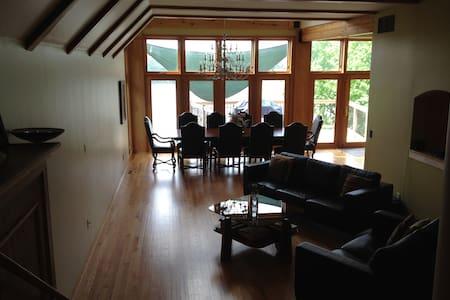 Glacier escape - Lake Front House  - Wonder Lake