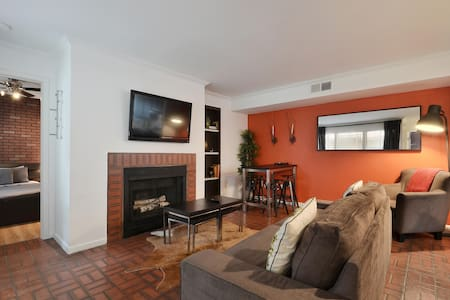 2BR Stunning Downtown Condo