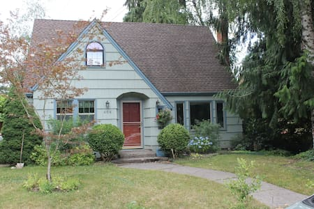 The garden cottage near 3rd St - McMinnville