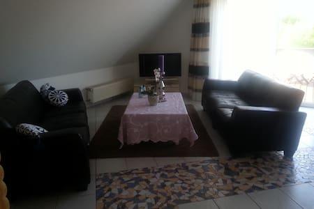 Großzügiges Zimmer mit Dachterasse - Neuss - Casa