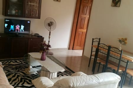 Appartement Bastos avec Balcon et garage - Yaoundé