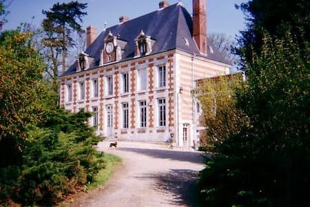 """3 La Chambre """"Rose"""", the Pink Room - Touffreville-la-Corbeline"""