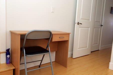 Clean Room in Quiet Convenient Area