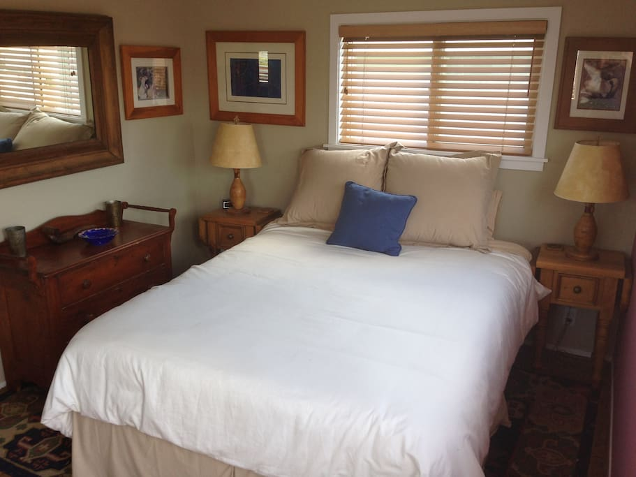 2nd Floor Queen for Individual or Couple with Empty Closet & Dresser