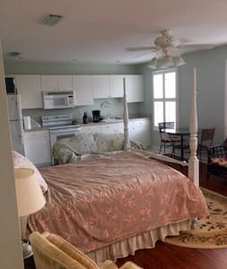 Carriage house apartment in beautiful community. - Tallahassee - Domek gościnny