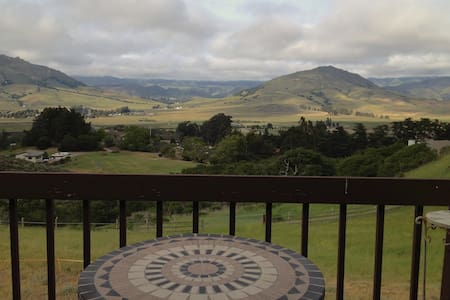 Spacious home with  amazing views! - San Luis Obispo - House