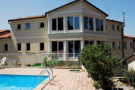 Villa Mala,Gästezimmer, Frühstück - Kukci - Bed & Breakfast