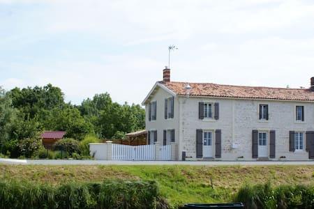 Gîte du Marais des Moines - Damvix - Hus