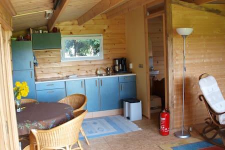 A wooden house in our garden - Emmen - Cabin